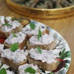 vegan-oregano-olive-bruschetta