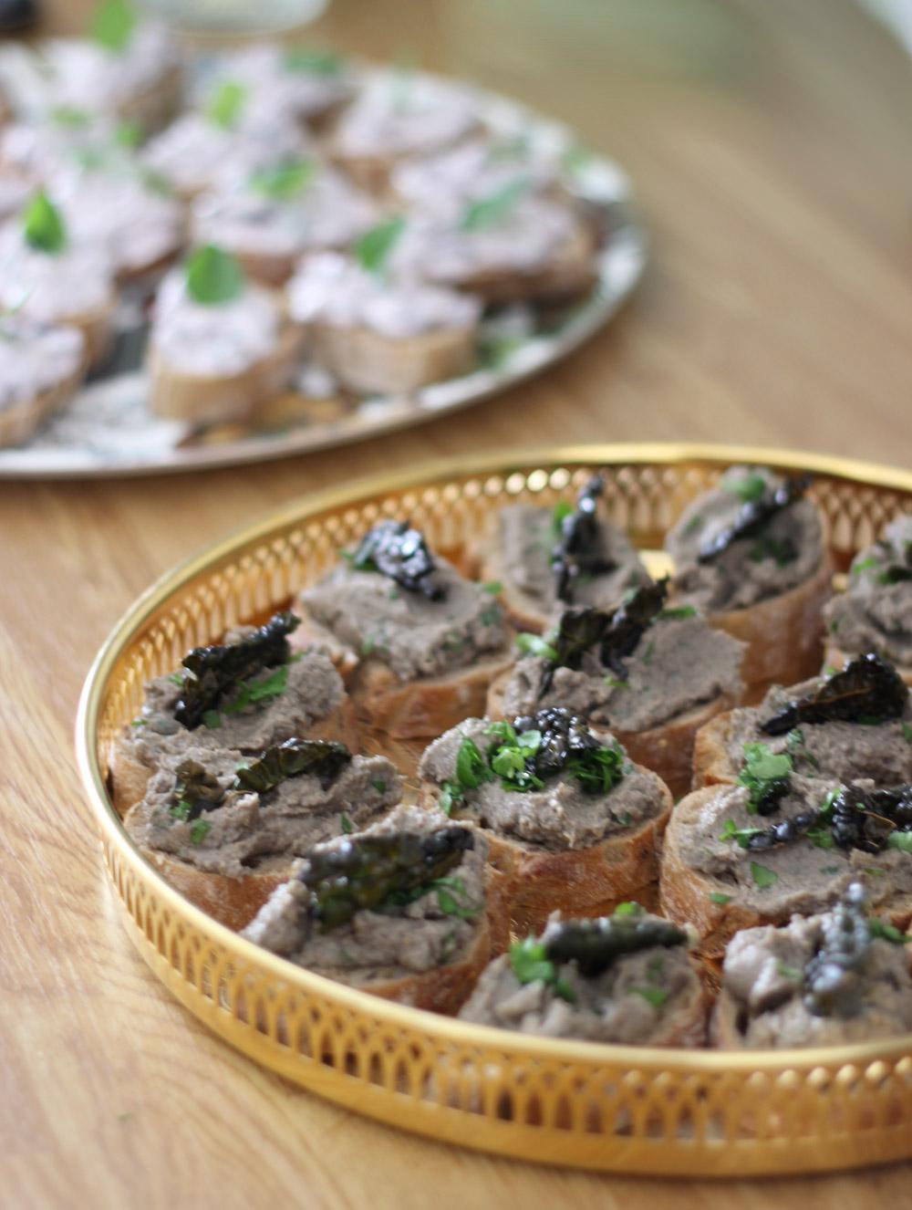 vegan-truffle-mushroom-bruschetta