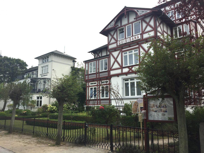 binz_rugen_houses_beachwalk
